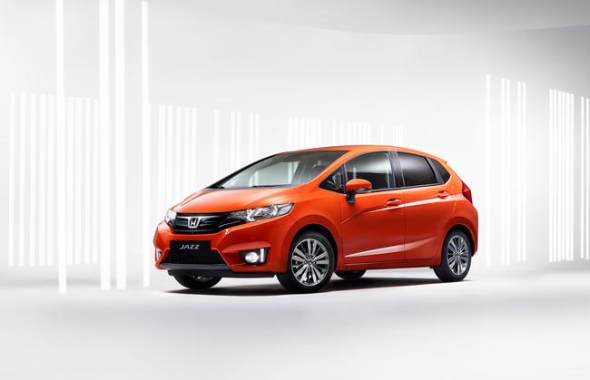 2016-Honda-Jazz-01