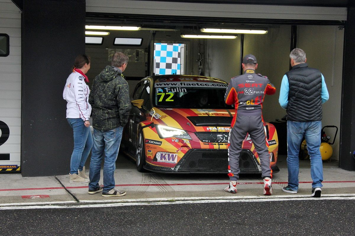 the-most-autoshow-petr-fulin-seat-leon-cup-racer-01