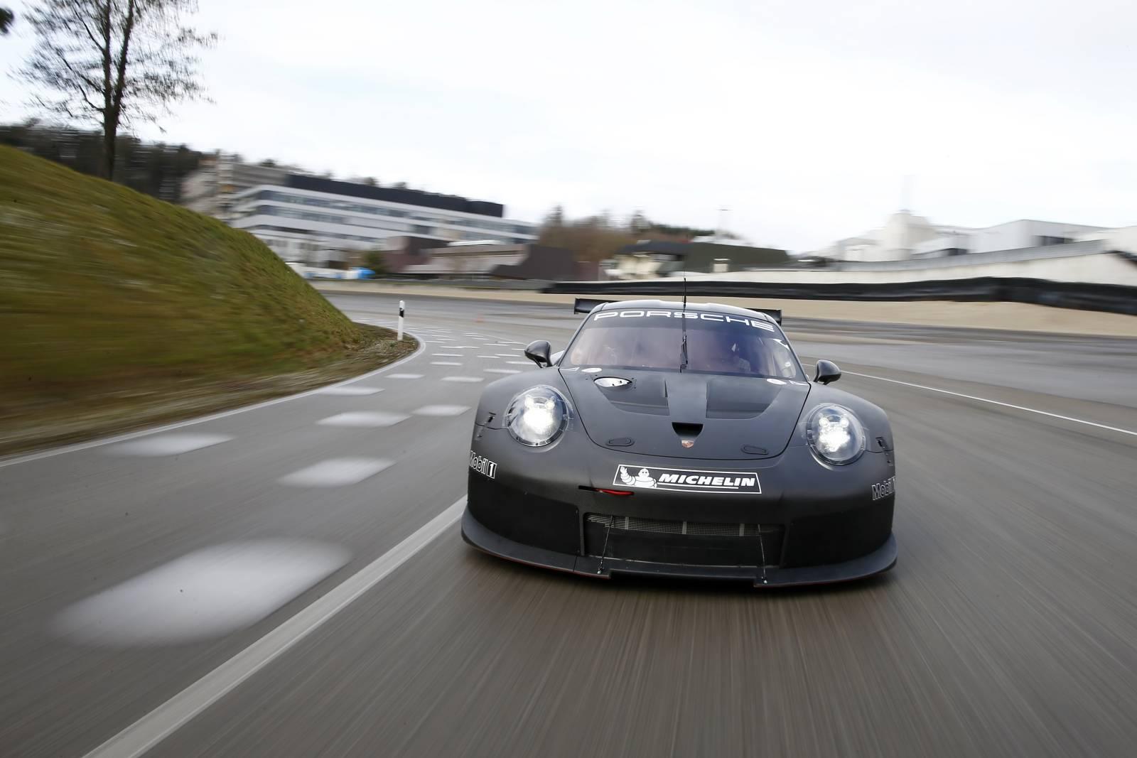 Porsche-911-RSR-01