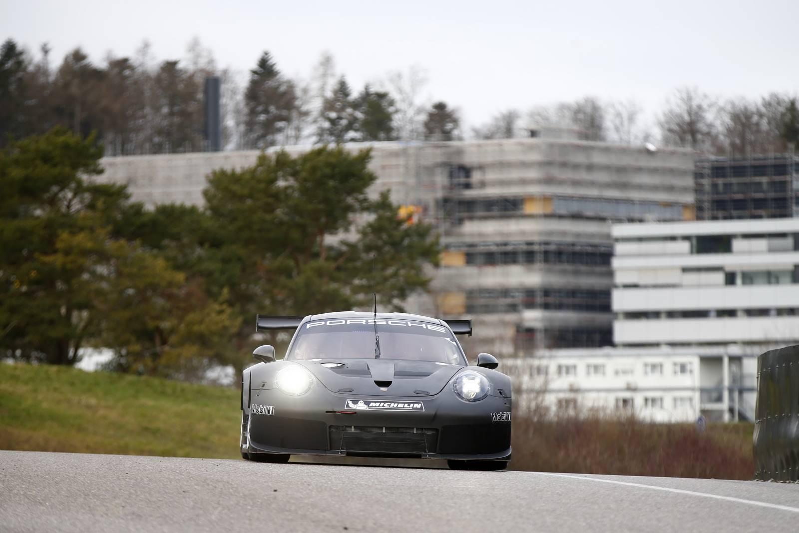 Porsche-911-RSR-02