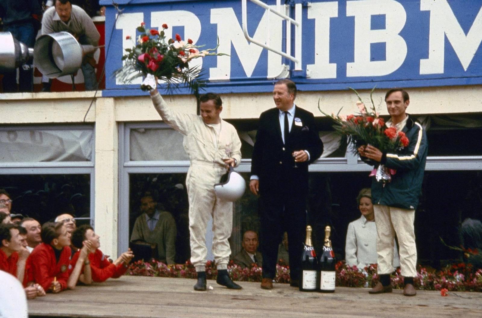 Bruce-McLaren-Henry-Ford-II-Chris-Amon-zavod-le-mans-1966
