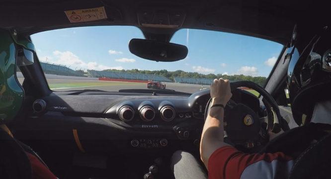 Ferrari F12tdf honí LaFerrari po okruhu Silverstone – video
