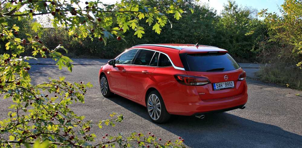 test-opel-astra-sports-tourer-16-turbo-200koni-p2