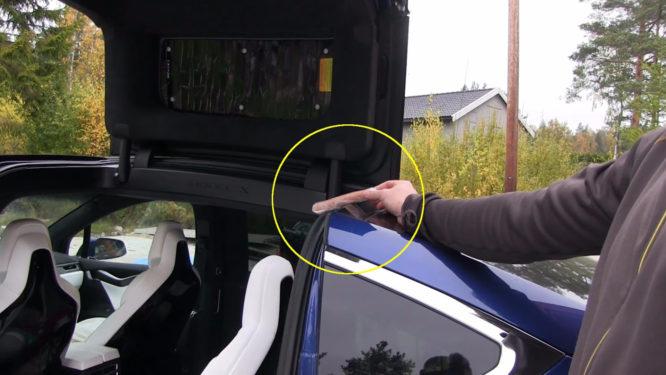 Tesla Model X má problém. Může vám ušmiknout prsty – video