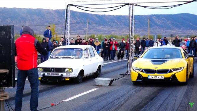 Může stará Dacia na sprintu vyzvat BMW i8? – video
