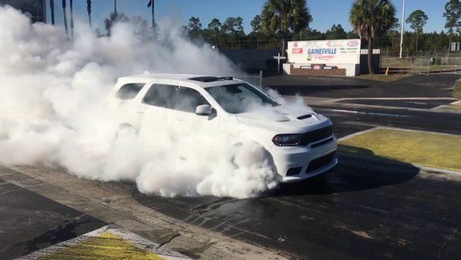 Když americké SUV, tak téměř pětiset koňový Dodge Durango SRT – foto + video